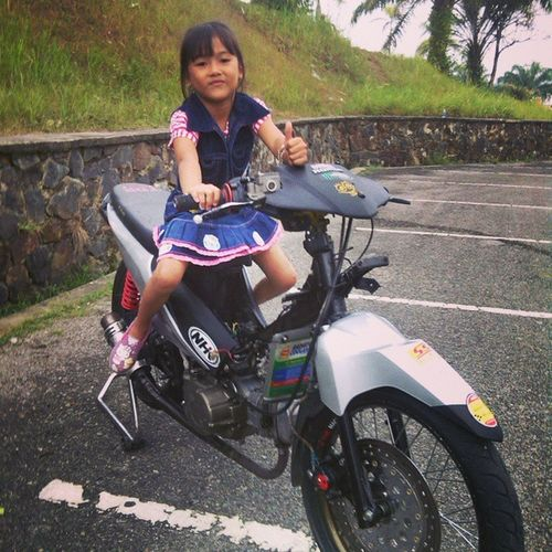 Khairani in Act !! Daughter Roadrace Racing HRC honda MP5 muarabungo with @eky_design n @prischawafakhachandni