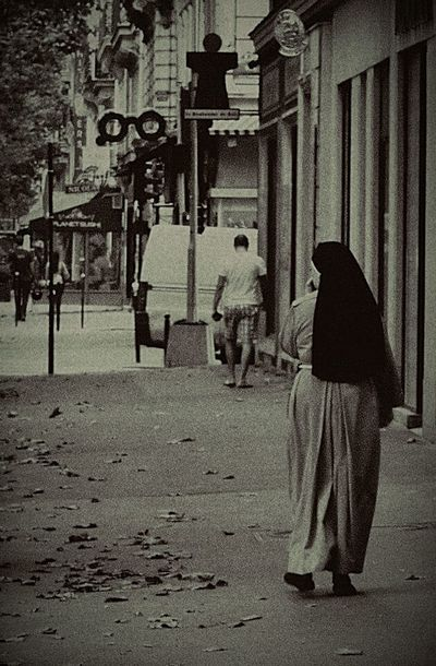 Street Building Exterior Sidewalk Outdoors Built Structure Architecture City France Paris, France  Black And Whit Sister Sister Full Length Lifestyles Day People Real People Women Around The World