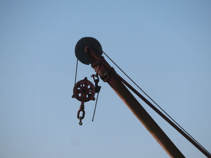 Working Hanging Blue Sky Pulley