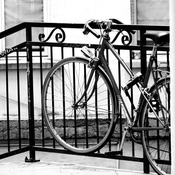 Streetphotography Eyemeshot Street velo Bikecycle Noir Et Blanc Black & White carre