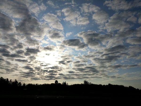 Good Morning... Taking Photos Enjoying Life Clouds Sky Godsbeauty Sunrise Sunrisestalker Ilovesunrisesandsunsets Outdoors Light
