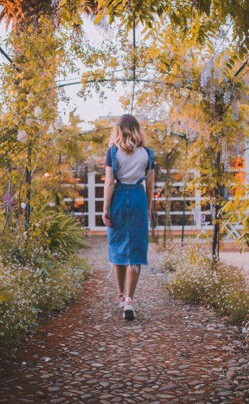 Full Length One Person Tree Autumn Change Plant Real People Casual Clothing Young Adult Day Nature Walking Lifestyles Footpath Women Standing Leisure Activity Leaf Plant Part Outdoors Hairstyle Teenager