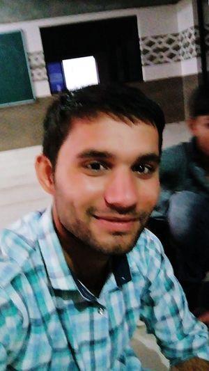 IS chahat me Mar Jaunga... Me phir Bhi Tumko Chahunga...... Smiling Real People