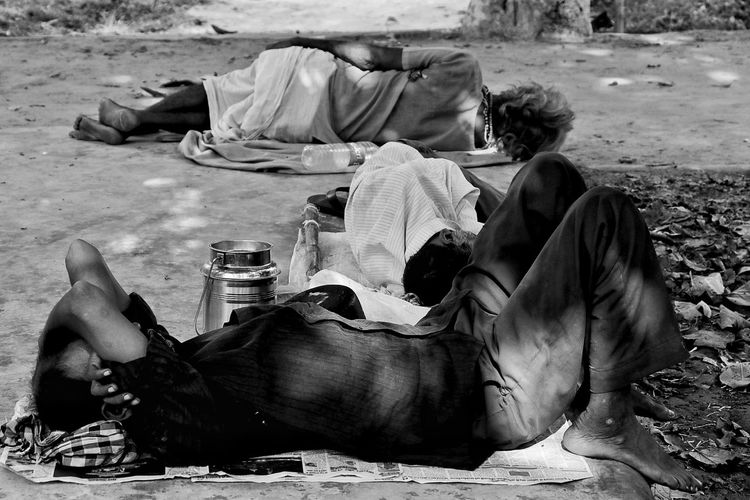 Lying Down Adult People Men Adults Only Togetherness Full Length Day Outdoors B&w Street Photography Canon Eos  EyeEm Gallery Canon18-135 Canon80d Tierd As Fckkkkk The Week On EyeEm
