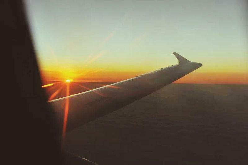 AirPlane ✈ Sunset 跌落雲海的太陽