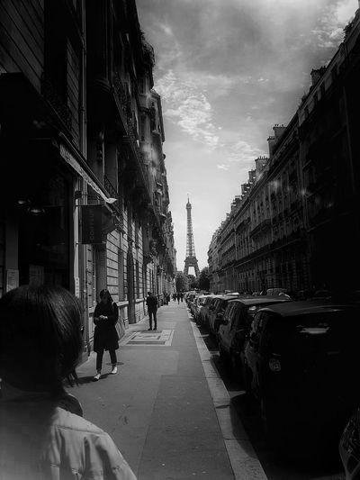 Black And White Photogaphy City Walking Architecture Building Exterior People Outdoors Real People Adults Only Sky Paris ❤ France🇫🇷 The Architect - 2017 EyeEm Awards Samsung Galaxy S7 Edge Cityscape Black And White Photography In The City From My Polnt Of View Capture The Moment Atmospheric Scene People Of EyeEm The Street Photographer - 2017 EyeEm Awards Eiffel Tower Neighborhood Map People Photography BYOPaper!