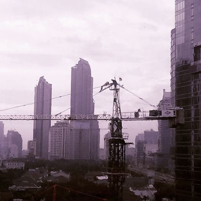 Diantara gedung-gedung pencakar langit Televisinet INDONESIA Jakarta Gedung Building