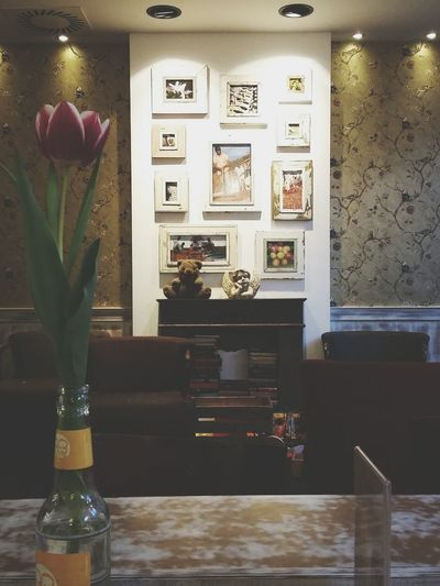 Decor at Cafe Balzac. · Decoration Interior Design Coffee Chains Coffee Time