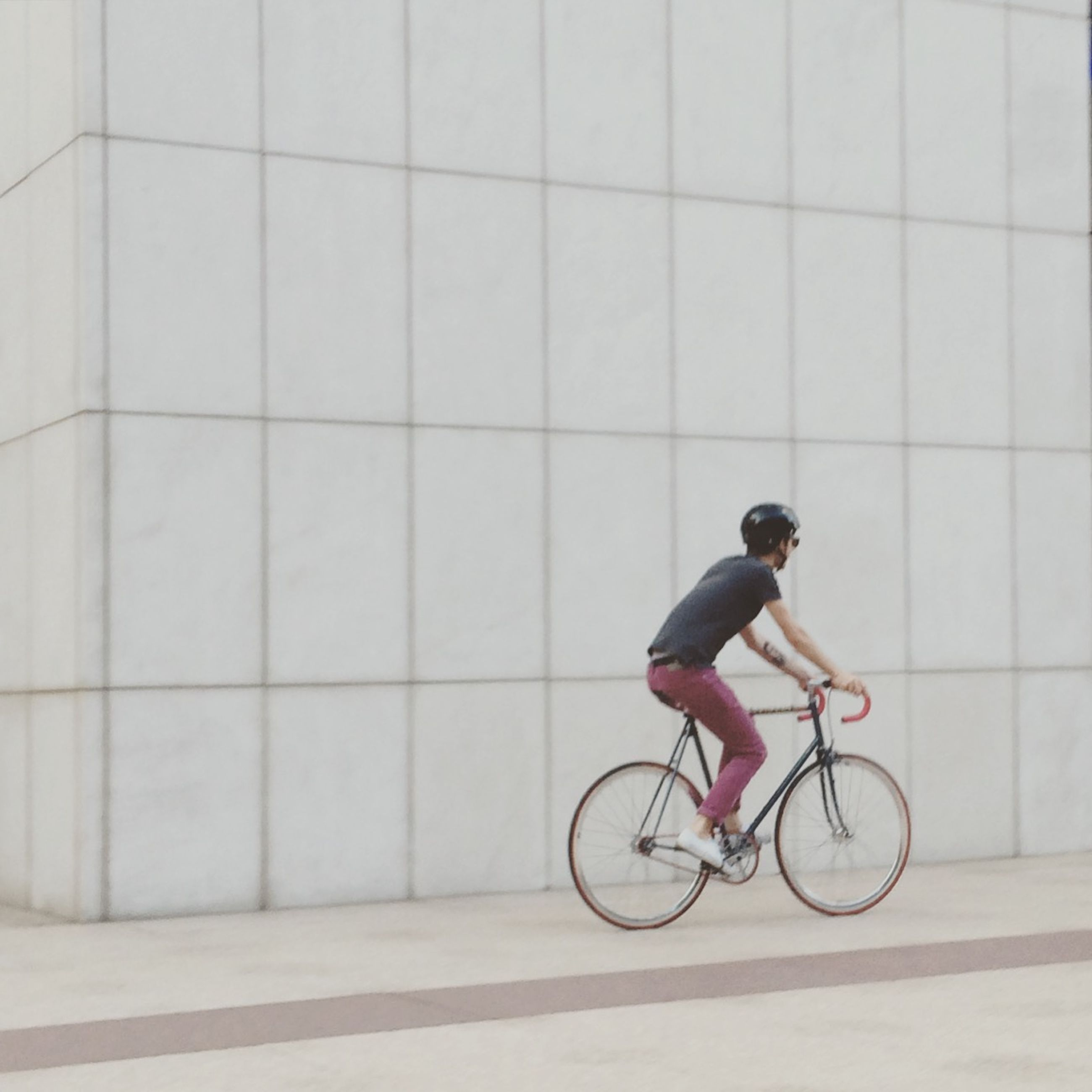 bicycle, full length, lifestyles, transportation, mode of transport, riding, men, leisure activity, land vehicle, side view, casual clothing, street, on the move, cycling, walking, healthy lifestyle, rear view, wall - building feature