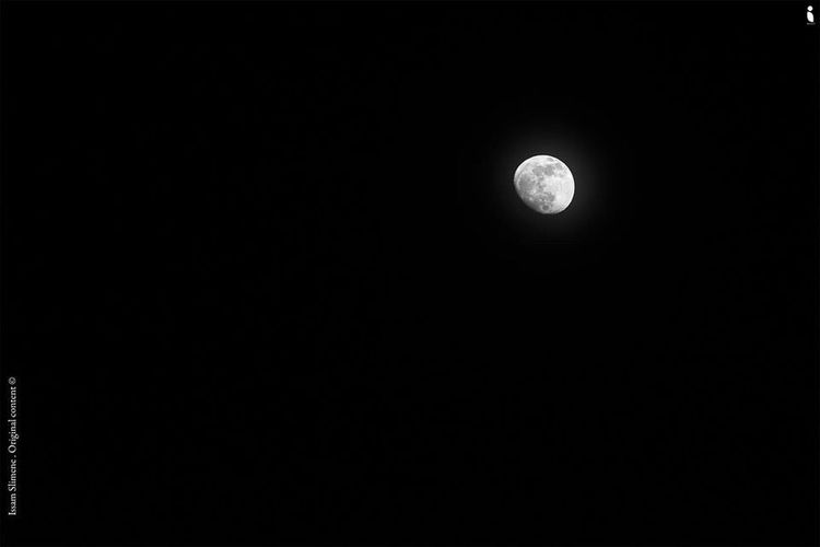 Night Moon Streetphotography Blackandwhite