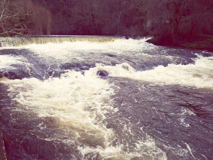 río Anllóns ó seu paso pola Saimia. Tal cual parece río bravo Senderismo Ponteceso Galicia Calidade