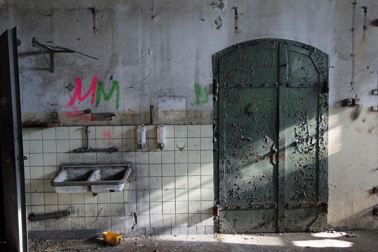 Händewaschen nicht vergessen !! Händewaschen Marodes Old Buildings