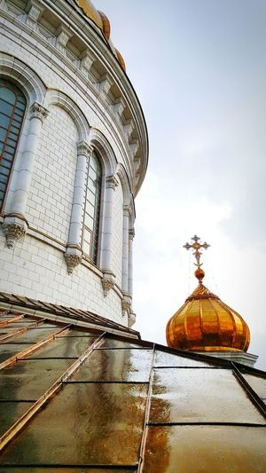 Dome Travel Destinations Architecture No People Day Outdoors Sky Russia Moscow Cathedral Of Christ The Savior Orthodox Church Orthodox Cathedral Spirituality Place Of Worship Built Structure Roof Metal Roof