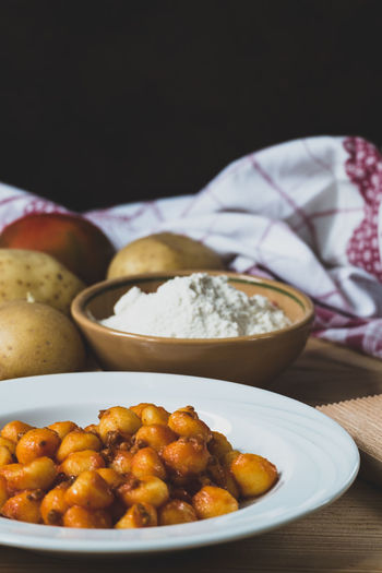 Gnocchi Gnocchi Di Patate Past Bowl Bread Close-up Food Food And Drink Freshness Gnocchihomemade Healthy Eating Healthy Food Hummus Indoors  Italian Food No People Plate Potatoes Ready-to-eat Sauce Still Life Table