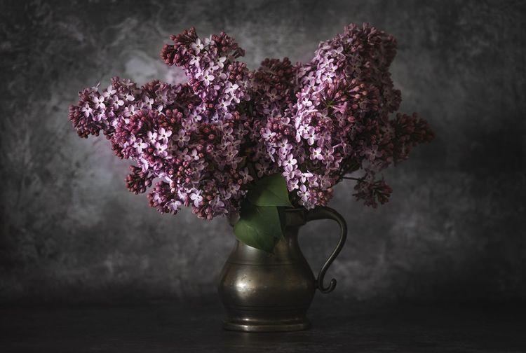 Close-up of pink rose flower vase on table