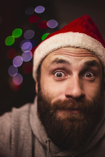 Capture Tomorrow Beard Facial Hair Portrait Christmas Headshot One Person Real People Indoors  Close-up Front View Young Adult Celebration Looking At Camera Lifestyles Focus On Foreground Santa Hat Men Holiday Human Face Contemplation