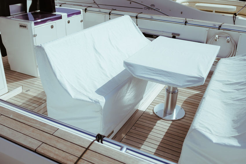 WHITE TABLES Fourdayspalma Table Chair Seat Empty Absence No People Indoors  Furniture Architecture Day Wood - Material White Color Textile High Angle View Bedroom White Domestic Room Linen Sheet Clean Yacht Boat