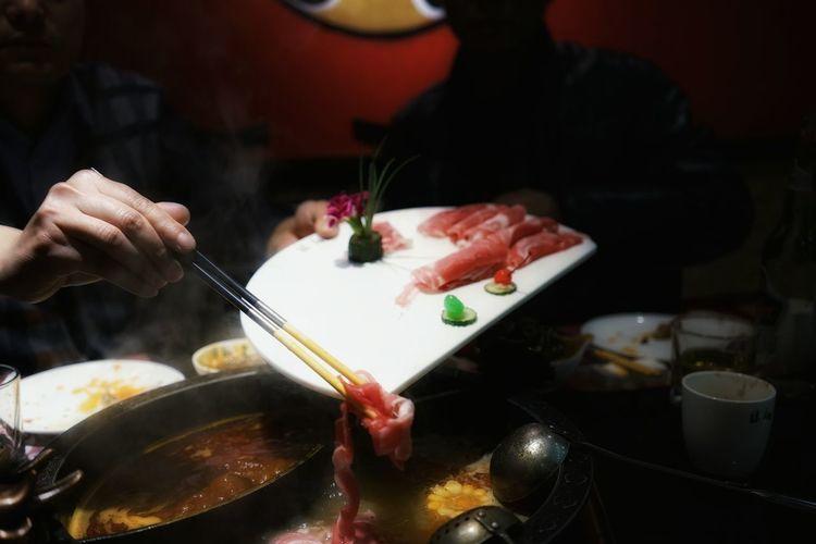 China Photos Chinese Restaurant Dinner Shabu-shabu Slice Of Meat Food Foodphotography Taking Photos On The Table Streamzoofamily
