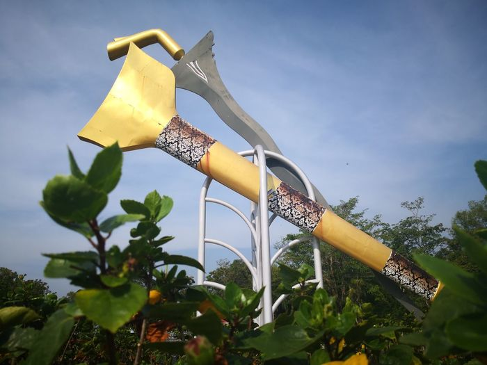 The keris sculpture is an option as a garden sculpture, often a sculpture of keris is associated with the history of Malay heroism. Tree Spraying Protective Glove Sky