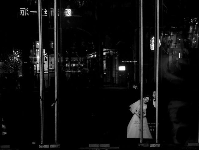 别再说,是谁的错,让一切成灰… Black & White Night Illuminated Store Window No People Store Outdoors Streetphotography Black And White Eye4photography  EyeEm Best Shots Day Blackandwhite Hello World