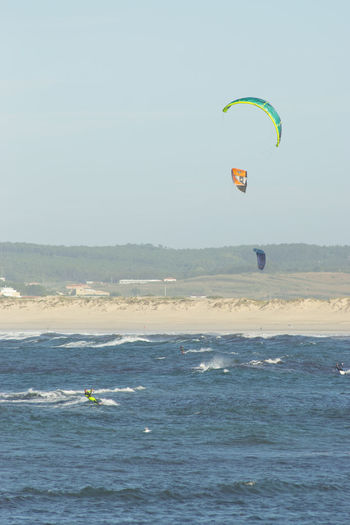 Kite surfers on Gamboa beach in Peniche Portugal. Extreme Sports Gamboa Kite Surfer Kite Surfers Kite Surfing Kiteboarder Kiteboarding Kitesurfer Kitesurfers Kitesurfersclub Kitesurfing Ocean Outdoors Peniche Portugal Sea Sport Sports Water