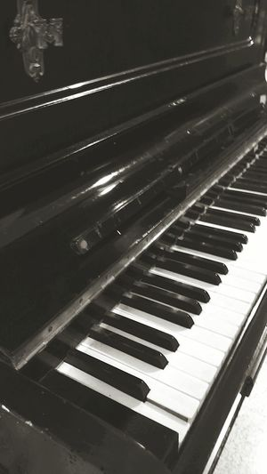 Piano Moments Mobilephotography PhonePhotography Front View Day Photography Piano Piano Keys Piano Key Piano Time Welcome To Black Analogue Sound