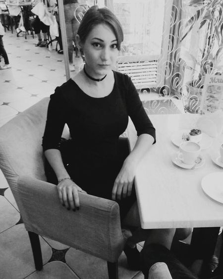 People Plaza Lera Blackandwhite Cafe Day Women Looking At Camera The Portraitist - 2018 EyeEm Awards
