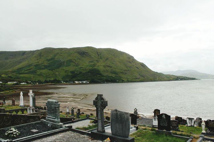 Lake Cimitery Strange Ireland Tetro Landscape Traveling Travel Grave Graveyardphotography Gravestone Cimitero Celtico Celtic Celti Landscapes Lake View Darkness Poetic Strange Atmosphere