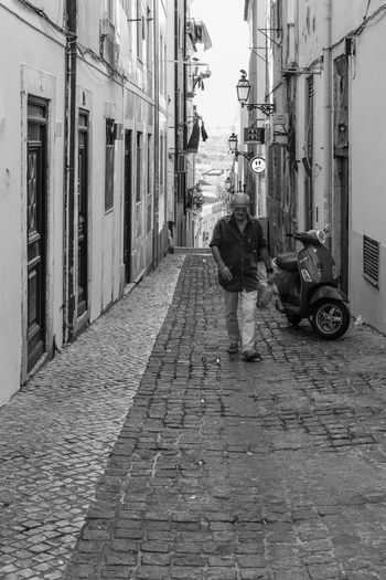 Bairroalto Black & White Black And White Black&white Blackandwhite Blackandwhite Photography Just Smile  Lisboa Lisbon Lisbonlovers Monochromatic Monochrome Monochrome_life Monocrome Smile Smile :) Smile ✌ Smiler Smile❤ Street Street Photography Streetphoto_bw Streetphotography