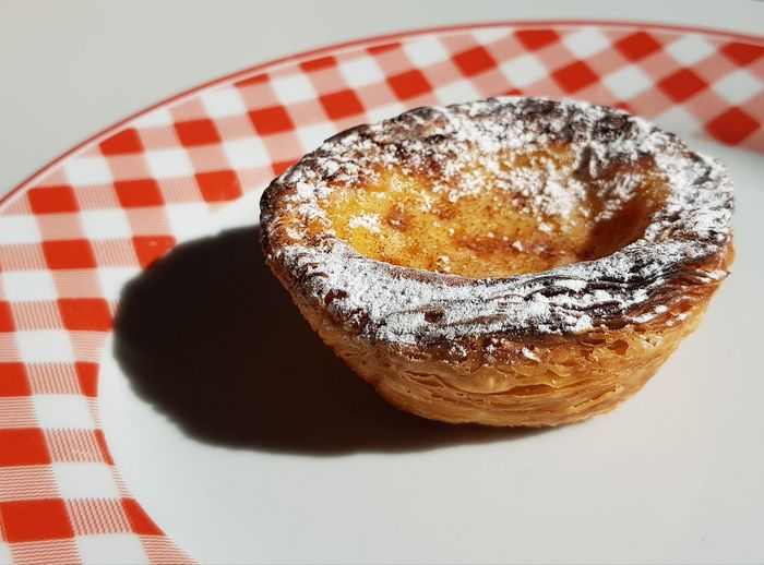 Pastéis De Nata Coffee Break Coffee Time Quality Time Enjoying Life Frankfurt Am Main Genuss Cake Sweetness Sweet Food Sweet Sugar Ready-to-eat Plate Dessert Sweet Pie Tablecloth Plate Table Cake Close-up Sweet Food Food And Drink Powdered Sugar Custard Tart - Dessert Pastry Dough Slice Of Cake Baked Baking Pan