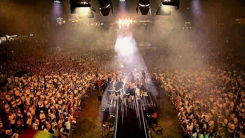 40.000 People Watching Hello World Show Love My Life  What's Up Followme Media Music Awards 2015 Sabrina Dancer