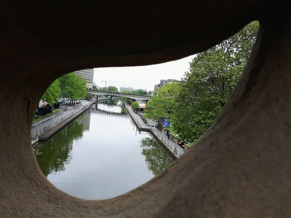 Water River Point Of View No People Day Outdoors Peephole Peeping Through Travel Destinations Ottawa Rideau Canal Rideaucanal View From The Bridge The Great Outdoors - 2017 EyeEm Awards Travel EyeEmNewHere Tourist, Travel, Nature, Trees Canada150 The Architect - 2017 EyeEm Awards New Perspective Lost In The Landscape
