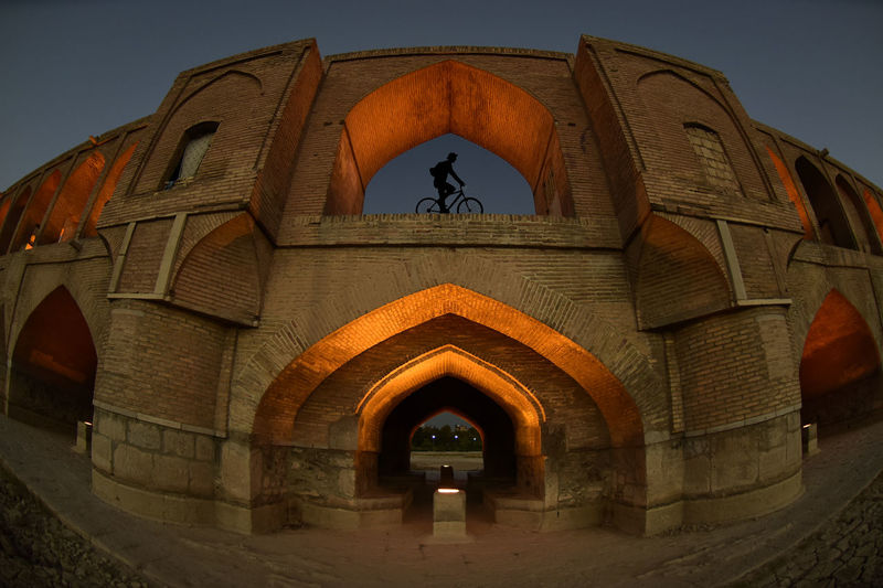 the historical stone bridge of 33 arches in isfahan, iran, september 15, 2016 Abbasi Arch Arches Architecture Architecture Bridge Built Structure Esfahan Historical Iran Safavid Seljuk Stone Bridge Structure Sun Sunlight Sunrise Sunset The Architect - 2017 EyeEm Awards The Great Outdoors - 2017 EyeEm Awards