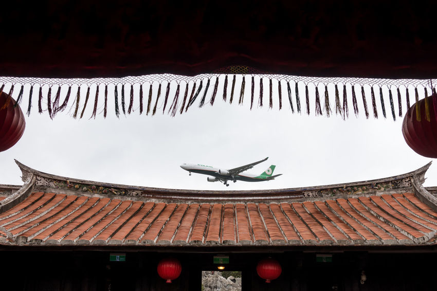 Airplane Architecture No People Outdoors Roof Sony Sony RX100 IV Street Photography Streetphotography Taipei Taiwan The Street Photographer - 2017 EyeEm Awards