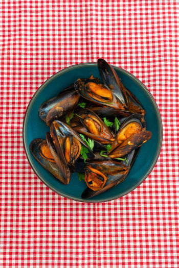 Food Food And Drink Seafood Freshness Mussel Indoors  Tablecloth Wellbeing Still Life No People Healthy Eating Checked Pattern Red Table High Angle View Close-up Bowl Ready-to-eat Crustacean Directly Above