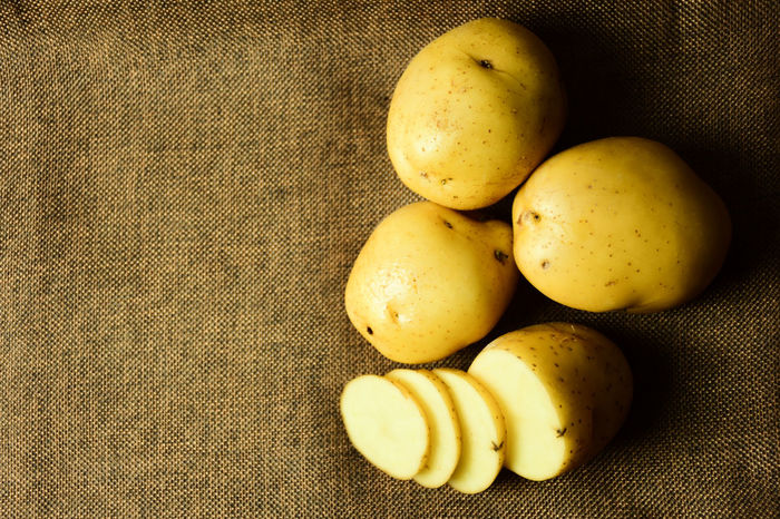 Plant Brown Close-up Day Fat Food Food And Drink Freshness Fruit Group Healthy Eating Indoors  No People Nutrition Potato Chip Potatoes Root Sack Still Life Top View Uncooked Yellow