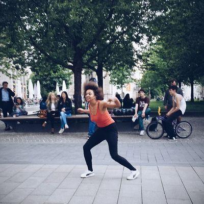 Feierabend in der Fussgaengerzone Dancetothemusic Talented feelfree entertain thisisleipzig