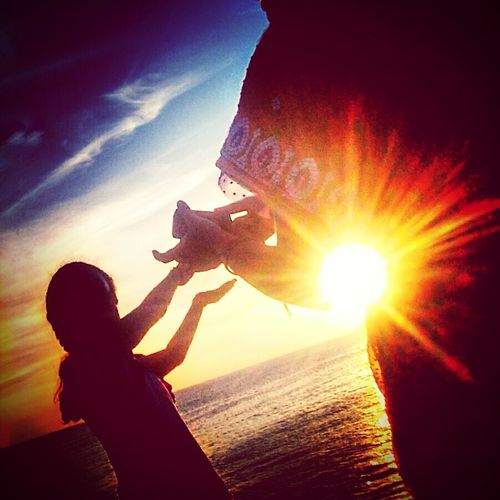Trying to hold the sun... Trick Photography Capturing The Sun Mother & Daughter Nature Sunlight Sunrise The City Light