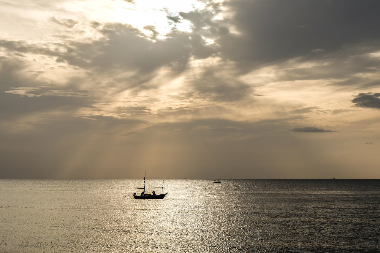 sea, cloud - sky, water, sky, tranquil scene, waterfront, tranquility, horizon over water, scenics, beauty in nature, nautical vessel, nature, sunset, transportation, outdoors, no people, sailing, mast, day