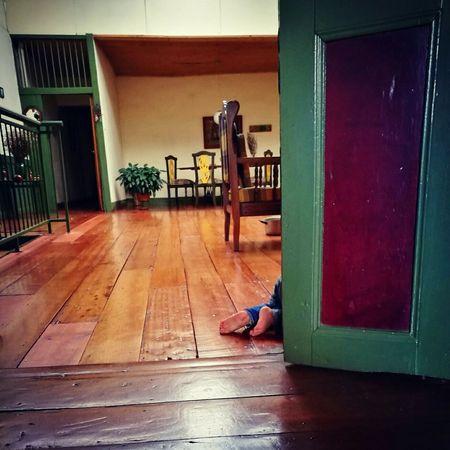 Que se esconde O que se descubre en la casa de alguien que todo lo ha vivido?👣👀 Indoors  Architecture Babyboy Baby Photography Colombia
