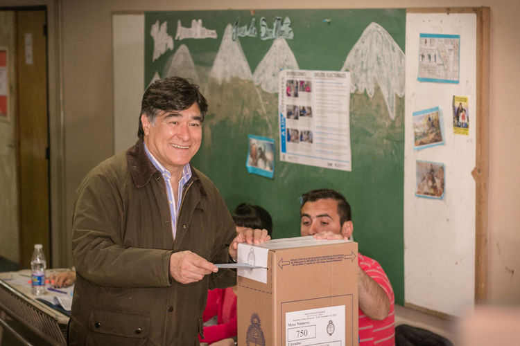 Candidate to VicePresident voting for Presidential Ballotage Elections in Río Gallegos, Argentina Argentina Argentina Elections Argentina Politics Ballotage Carlos Zannini Election Happiness Journalism Politics Rio Gallegos Smiling