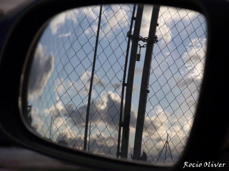 Cieloazul Pensamientos La vida está para adelante nunca para atrás, si andas por la vida dejando puertas abiertas no podrás desprenderte ni vivir lo de hoy con satisfacción.