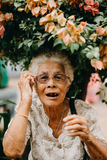 Real People Lifestyles Front View Portrait Women Leisure Activity People Headshot Adult Focus On Foreground Females Looking At Camera Young Adult Waist Up Emotion Glasses Plant Young Women Mouth Open Hairstyle The Portraitist - 2019 EyeEm Awards