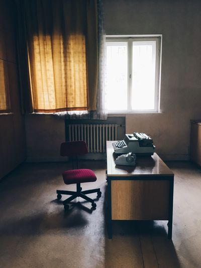 EyeEm Selects Mid Century Modern Office Old-fashioned Retro 50s Interior Design 60s Retro Styled Indoors  Home Interior Table No People Typewriter Chair Red Desk Hohenschönhausen Berlin Prison History DDR GDR DDR-Architektur DDR Design