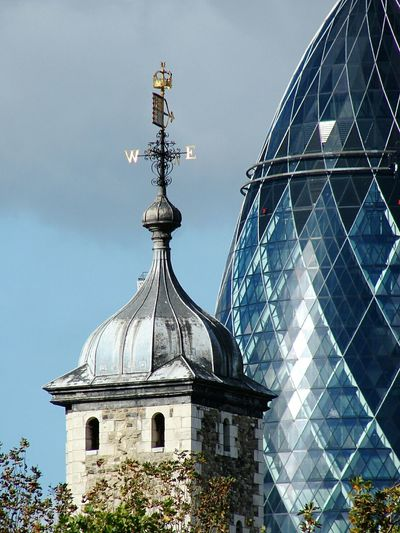 Gherkin Tower Tower Of London Detail Sunny Day London