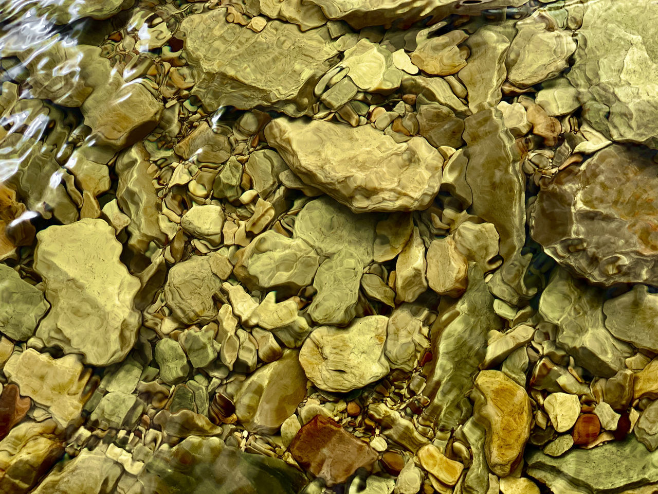 FULL FRAME SHOT OF STONE WALL WITH PEBBLES