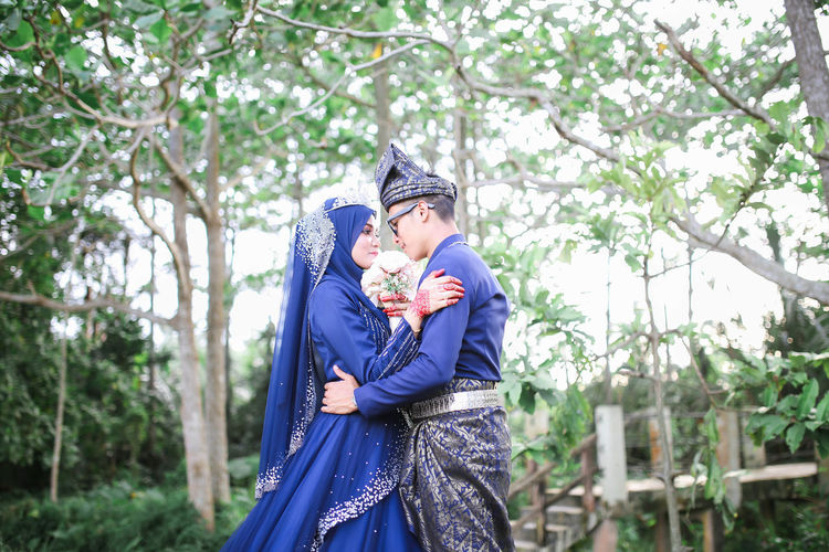 Wedding Wedding Photography Wedding Day Posing Malay Wedding Muslim Wedding Culture Tree Smiling Happiness Cheerful Springtime
