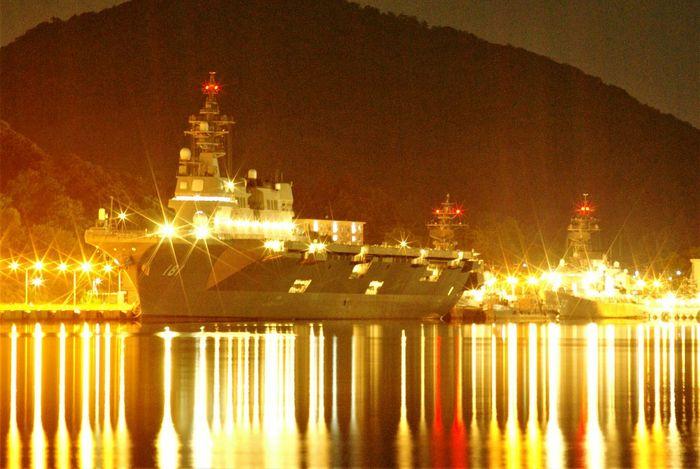 京都舞鶴港にて、海上自衛隊護衛艦『ひゅうが』。たまたま詳しい友人と一緒にいて、レアいと聞き撮影した一枚。Maizuru Hyuuga Night Ship