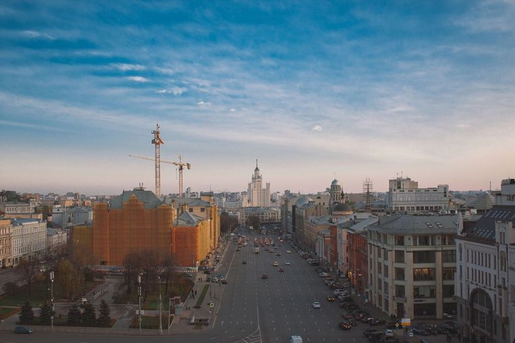 Mid distance view of kotelnicheskaya naberezhnaya in city against sky