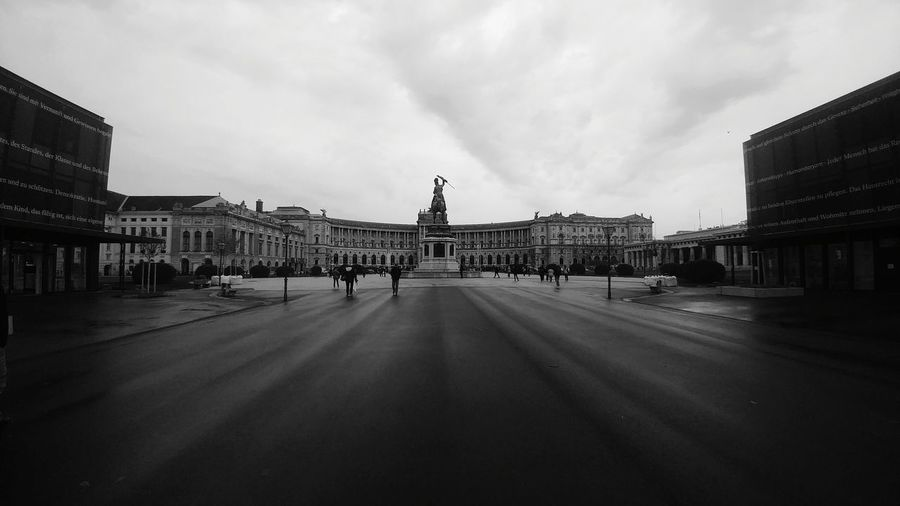 History Travel Destinations Architecture Monument City Built Structure Cityscape Sculpture Triumphal Arch Outdoors Cloud - Sky Travel Politics And Government Bnw Captures Monochrome Vanishing Point EyeEm Best Shots - Black + White Black & White Friday The Architect - 2018 EyeEm Awards